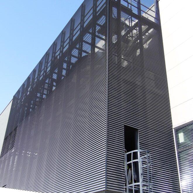 Budynek BMZ wGliwicach - Osłony Techniczne - Żaluzje Elewacyjne