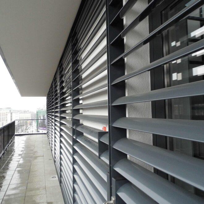 Budynek Biurowy wKrakowie - Żaluzje Elewacyjne - Żaluzje Wielkogabarytowe